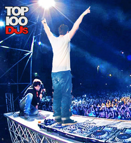 Hardwell stands on CDJS