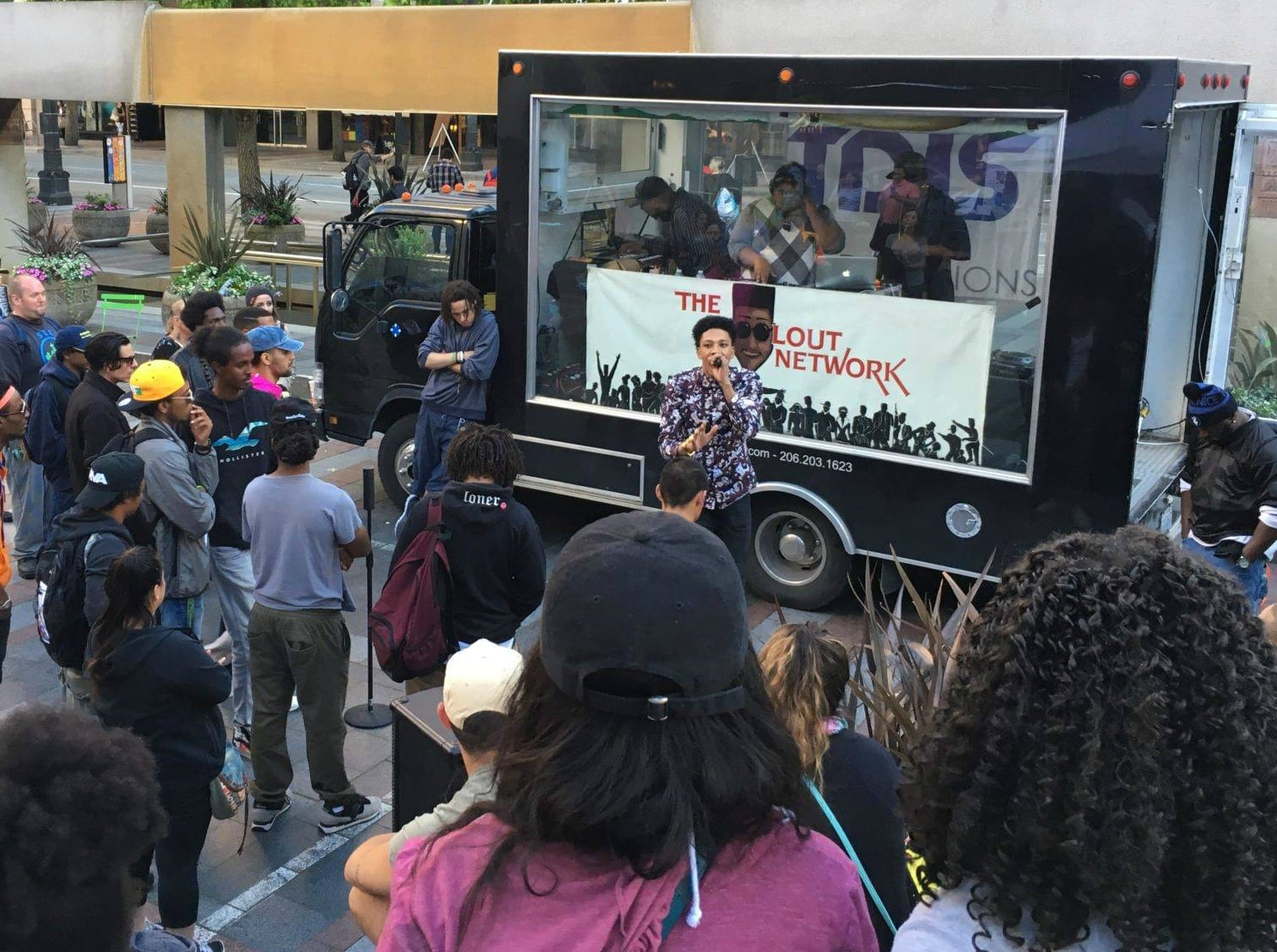"The First Ever Live Streaming Mobile Studio Has Been Proudly Launched By ""The DJ Sessions"""